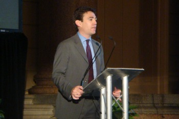 Burnham calls for no-deal Brexit contingency plan image