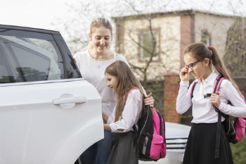 Children want politicians and drivers to cut pollution near schools image