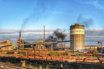 Closure of Tata Steel could cost the Government £4.6bn warns think tank image