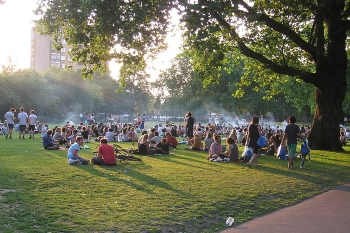 Council seeks temporary drinking ban in London Fields Park image