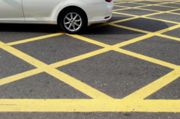 Councils call for power to enforce yellow box junctions image