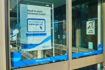 Councils urged to back £20 Universal Credit uplift image
