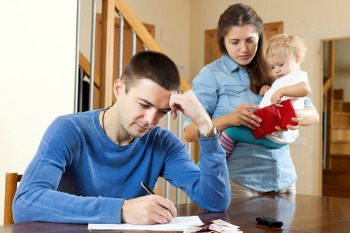 Families dependent only on a father's income 'struggling', report warns image