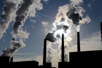 Fossil fuel air pollution causes one in five deaths every year, research shows image