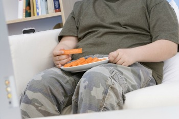 Half of professionals feel childhood obesity is a child protection issue image