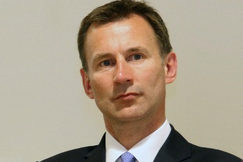 Hunt calls for new social contract in health image