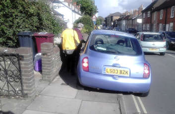 MPs call for a ban on pavement parking image