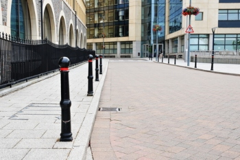 Most London pavements too narrow for social distancing, researchers find image