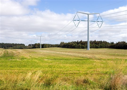 National Grid removes pylons from beauty spots image