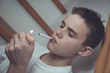 Nearly 300 children start smoking every day, figures show image