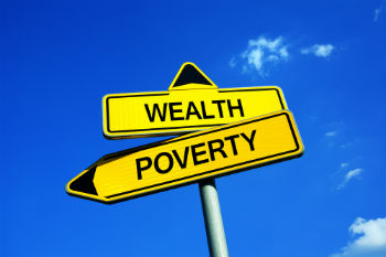 Poorest households not benefiting from 'wealth boom', think tank says image