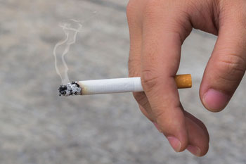Public health cuts undermine support for smokers image